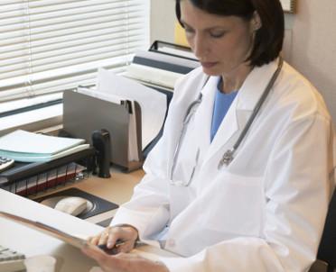 articleImage: Zapłatę na konto lekarz też musi zarejestrować na kasie fiskalnej