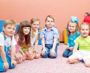 articleImage: Brytyjski ekspert: wczesna edukacja szkolna nie jest dobra dla dzieci