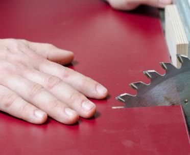 articleImage: Oznakowanie osłon przy maszynach barwami