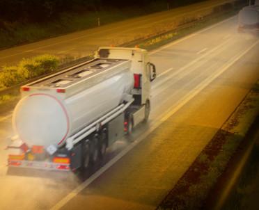 articleImage: Oszustwami podatkowymi na paliwach powinna zająć się komisja śledcza