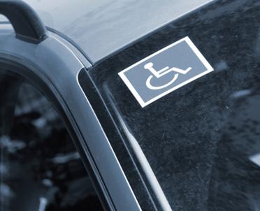 articleImage: Czy niepełnosprawność zawsze wiąże się z obowiązkiem dostosowania stanowiska pracy?