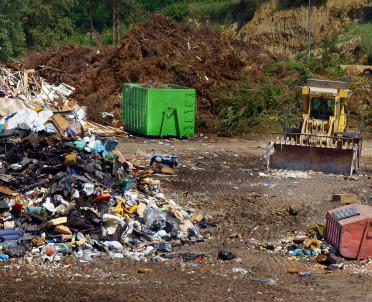articleImage: Czy na składowisku odpadów należy zainstalować pochodnię do spalania gazu, jeżeli jego emisja jest poniżej poziomu wykrywalności?