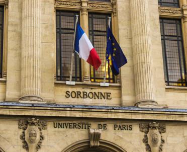 articleImage: Strzelanina w Paryżu, poszukiwany - na komisariacie w Antwerpii
