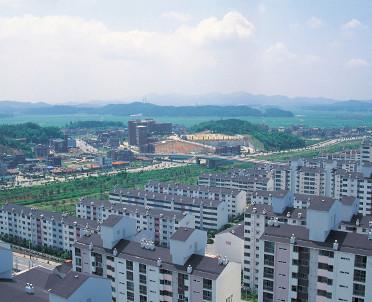 articleImage: GUS: do końca lipca br. oddano 93 tys. 427 mieszkań