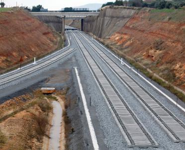 articleImage: Podpisano umowę na modernizację odcinka linii Sadowne - Czyżew