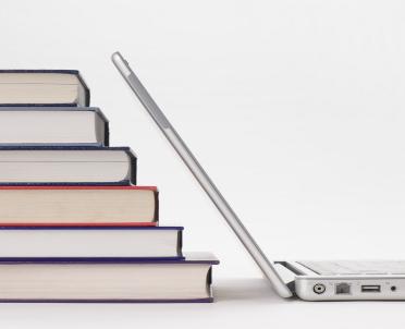 articleImage: Ambasada USA podarowała szkole w Redzikowie kilkaset książek