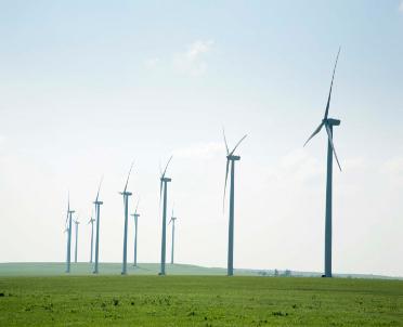 articleImage: Nie będzie regulacji dotyczących minimalnej odległości wiatraków od zabudowań