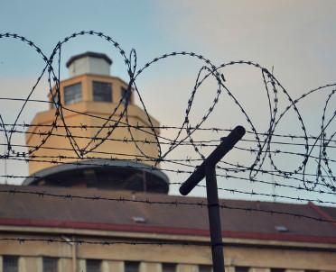 articleImage: Dyrektor aresztu odwołany po samobójstwie b. naczelnika urzędu skarbowego