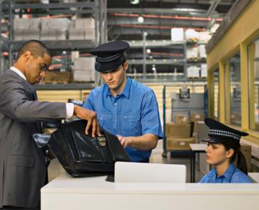 articleImage: Nowe zasady weryfikacji funkcjonariuszy Służby Celno-Skarbowej