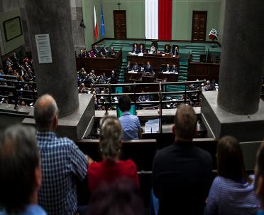 articleImage: Sejm dziś m.in. o finansowaniu partii, uprawnieniach związków i dozorze elektronicznym