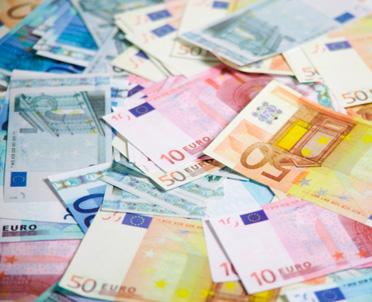 articleImage: Włochy: podatki od cienia, parasola, wycieraczki i flagi