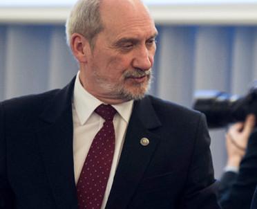articleImage: Niemiecka minister krytycznie o Polsce, szef MON interweniuje