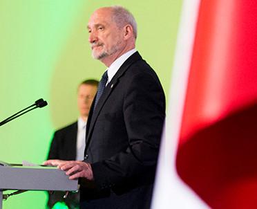 articleImage: Macierewicz: samorządy generalnie przychylne WOT