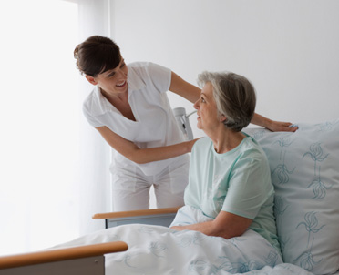 articleImage: Pielęgniarka zatrudniona w domu pomocy społecznej może wykonywać iniekcje zlecone przez lekarza POZ