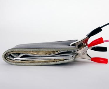 articleImage: Polacy wciąż widzą dużo korupcji