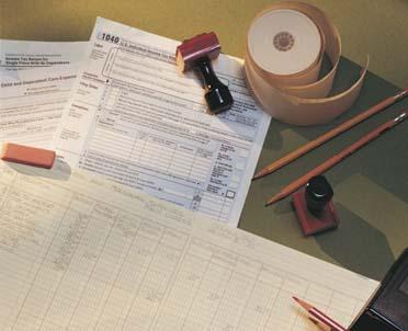 articleImage: Czy pracodawca po ukończeniu pracy przez pracownika musi mu wystawić deklarację PIT-11 i wysłać ją do urzędu skarbowego?