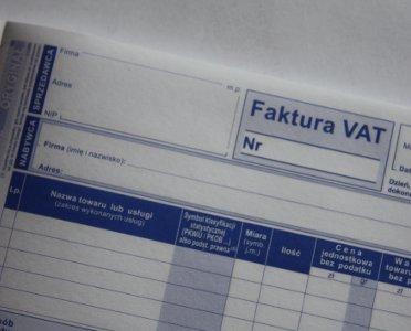 articleImage: Jak wystawić fakturę zaliczkową za przedpłatę za stal z załącznika nr 11 (odwrotne obciążenie)?