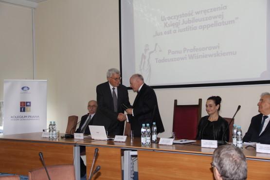 Prawnicy świętowali 45-lecie pracy prof. Tadeusza Wiśniewskiego