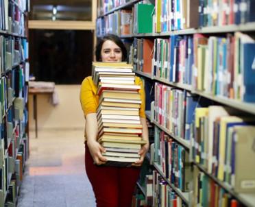 articleImage: Szkolne biblioteki pracują na ułamku etatu