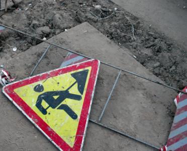 articleImage: Sąd: gmina winna, bo nie reagowała na zapadanie się chodnika