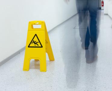 articleImage: Wypadek przy pracy to obowiązki dla pracodawcy