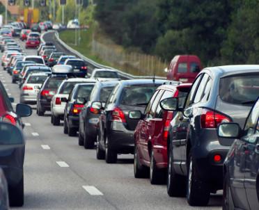articleImage: Paryż chce zakazu używania samochodów spalinowych od 2030 r.