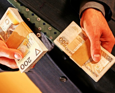 articleImage: Uwaga na limit płatności gotówkowych w przypadku umów o współpracę