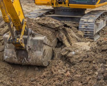 articleImage: Czy zakopanie odpadów niebezpiecznych w ziemi można klasyfikować jako składowanie w gruncie?