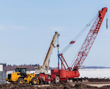 articleImage: W Gnieźnie przewrócił się żuraw budowlany