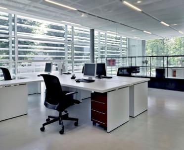 BHP w biurze – komfort w biura coraz ważniejszy