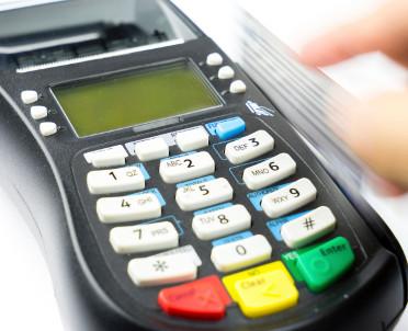 articleImage: Senat wprowadził 39 poprawek do noweli ustawy o usługach płatniczych