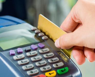 articleImage: Przedsiębiorcy otrzymali pierwsze terminale płatnicze z programu