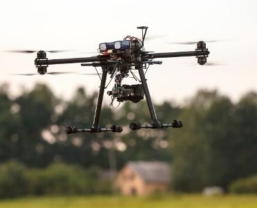 articleImage: KE chce uregulować latanie dronami na niskich pułapach