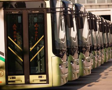 articleImage: Morawiecki: za 2-3 lata powyżej tysiąca autobusów elektrycznych w miastach