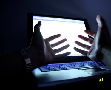 articleImage: Rośnie liczba zgłoszeń o niebezpiecznych treściach w internecie