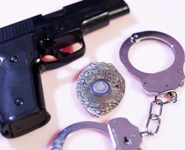 articleImage: KAS zatrzymuje coraz więcej nielegalnych przesyłek z bronią i amunicją