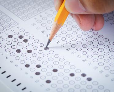 articleImage: Uczeń zda egzamin, szkoła dostanie więcej pieniędzy