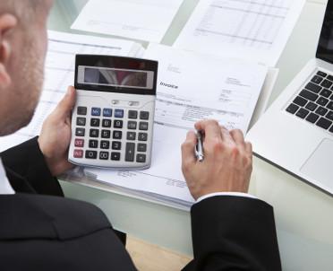 articleImage: Państwo karze firmy za brak składek ZUS w umowach, ale nie płaciło na to w przetargach