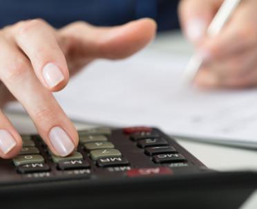 articleImage: Jak rozliczać roczne koszty przy zatrudnieniu u dwóch pracodawców