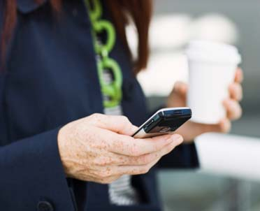 articleImage: Aplikacja podobna do Tindera pomoże w poszukiwaniu pracy