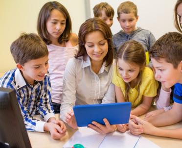 """articleImage: Rząd likwiduje w szkołach """"godziny karciane"""