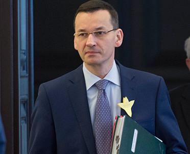 articleImage: Premier Morawiecki zapowiedział niższe podatki i składki dla małych firm oraz wyprawkę dla uczniów
