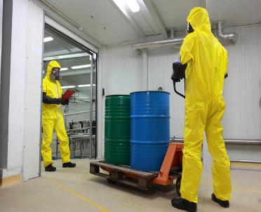articleImage: Pół miliona Polaków jest narażonych na szkodliwe chemikalia w pracy