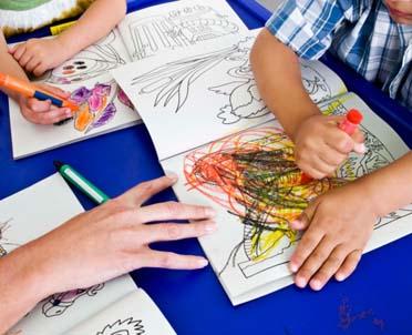 articleImage: Czy z nauczycielem posiadającym kwalifikacje pedagogiczne można zawrzeć umowę o pracę na czas zastępstwa za nieobecnego nauczyciela?