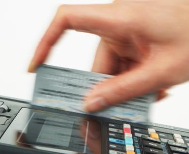 articleImage: Ustawa pozwalająca na płacenie mandatów kartą uchwalona