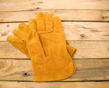 articleImage: Czy wypłacanie przez pracodawcę ekwiwalentu za odzież roboczą i ochronną jest zasadne i czy ma swoje uzasadnienie prawne?