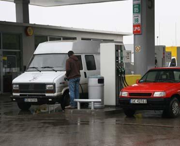 articleImage: Czy stacja paliw musi zapewnić rękawice ochronne dla klientów do tankowania gazem LPG?
